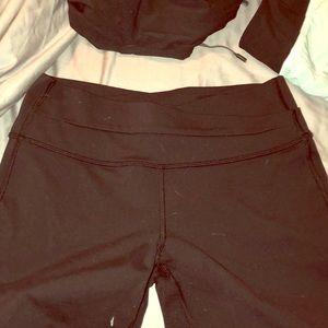 Lululemon black pants size 6